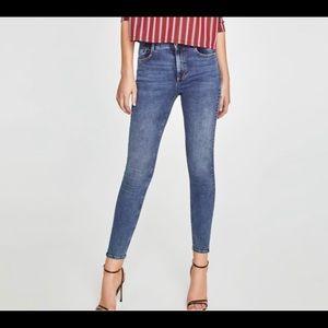 Zara skinny, hi-rise, ankle length jeans, size 4